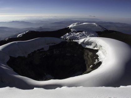 andes summit crater montaña